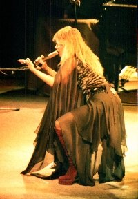 Stevie Nicks sings Rhiannon